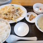 旅風亭 - ピリ辛肉野菜炒め定食+半餃子