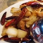 万豚記 - 料理写真:鶏の唐辛子炒め