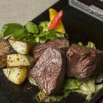 牛ロースのステーキ ガーリックバターソース
