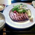 旬菜美酒 庫楽 - 熟成ホエー豚塩焼き