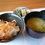料理屋くおん - ☆土鍋ごはんがウドちゃん&桜海老のカリカリ揚げのせ☆