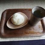 こひる - おまんじゅう(野沢菜)+お茶(サービス)