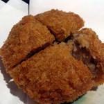 17929790 - アグー豚のメンチカツ。肉厚で肉汁が美味
