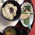 17929815 - 焼き魚定食(?)お味噌汁に山椒がきいています