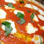 1793676 - 「アンチョビ、バジリコ、モッツァレラ、オレガノ、トマトソースのピッツァ」(1,800円)