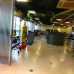 マクドナルド - 店内は結構広いのだ。
