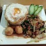クワン チャイ - 鶏肉タイバジル炒めセット
