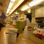 松屋 - 内観写真:店内の様子