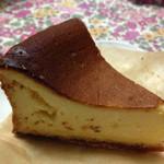 パティスリー カフェアイナ - ベイクドチーズケーキ 300円