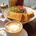 ワールドコーヒー - モーニングセットA(トースト、オムレツ、ソーセージ、ベーコン、ポテトサラダ、野菜サラダ、ドリンク)