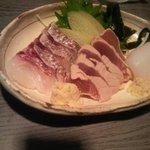 Koideya - 刺し盛 (鯛(皮付き)、ヨコワ、アオリイカ)