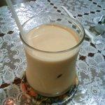 グリルアローン - ミルクコーヒー(330円)
