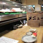 ふじけん 大名店 - 福岡県東区香椎にある鮮魚店『藤けん』直営の海鮮居酒屋さん。オトナ系に静かに楽しむというカンジではありませんが、カジュアルで活気ある雰囲気を味わえるお店です。