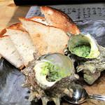 ふじけん 大名店 - メニュー名:サザエパン。サザエをエスカルゴに見立てて、ブルゴーニュ風の壷焼きにしたもの。