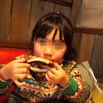 ババ・ガンプ・シュリンプ - ディキシー風ベイビーバックリブは手で食べる