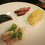 飲茶居 天胡同 - 前菜:鶏の紹興酒漬け、ピータン、マカオチャーチュー、白菜の漬物