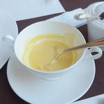 デーメテール千疋屋 - スープ(ちょっと飲みかけ)