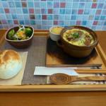 あおくまカフェ - キノコと法蓮草のグラタン風ハンバーグ