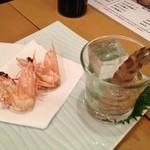 新宿 御さしみ家 - 活車海老の踊り 2尾で380円!すばらしい食感(*´∀`)