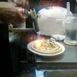 ステーキてっぺい - ハンバーグは表面を炙って提供されます。