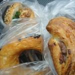 パンケーキ工房クロワッサン - 料理写真:100円パン。