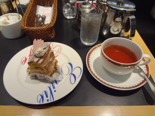 エミリー・フローゲ 本店 - 2013/3  スイーツ&ドリンクセット(780円)さくらパリブレスト、ライチティ