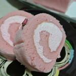 梅家 - 米粉で出来ていて、シットリ柔らか桜の風味