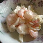 津軽海峡亭 - 海老とキャベツのサラダなんですが多分みずが入っていてしゃきしゃき感がありました