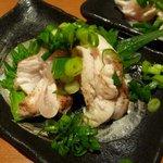 博多若鳥 - 地鶏たたき(ハーフサイズ) \260