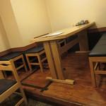 九 - 更に奥のテーブル席