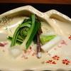 Ufufu - 料理写真:◆前菜 のびる・うるい・こごみ・ウド・ワラビのマヨネーズっぽいソースがけ  桜が散らしてあります