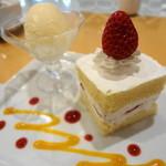 ロザージュ - ショートケーキ 420円 +210円