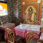 サンガム - テーブル席の雰囲気