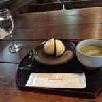 茶房 萌木 - うの花まんじゅう(昆布茶付き)350円