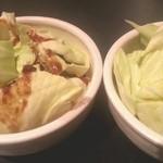 炙屋 鉄治郎 - お通し にんにく醤油と甘酢のタレキャベツ