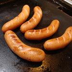 めんこ - ソーセージ鉄板焼き