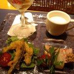 1797560 - ランチ前菜4種/カリフラワーのスープ・せせりのジュレ・豚パテ・フリット