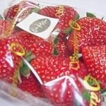 石井農園 Erdbeere - ピーチベリー2013年 860円  ピンボケスミマセヌ・・・