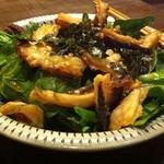 雄屋 - ホーレン草と揚げたこのサラダ