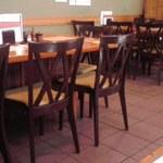17973128 - テーブル席のみの店内