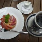 クッキーズ カワイ - 料理写真:いちごのタルトとブレンドコーヒー