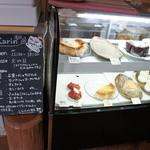 cafe Karin 果林 - ケーキは8種類ほど。