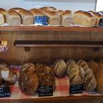 cafe Karin 果林 - パンも種類たくさん。