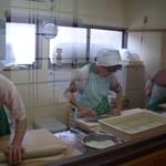 そばの里 永野 - 元気な厨房風景