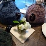 ティールーム 紅茶の森 - 各テーブルにかわいいお花。