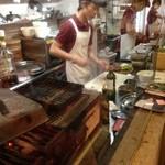 17977286 - オープンキッチンではお肉をカット中                                                                     お店の方のノリもとっても良いし 感じがいいです!