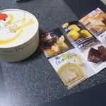 17977853 - メニューは充実の6品 今回の販売はフロマージュ・ロールケーキ・ベイクドチーズケーキのようでした。