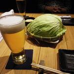 17978976 - お通しの丸ごとキャベツとビール