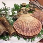 17983299 - 海賊焼きの貝たち