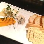 J's Bar - チーズの盛り合わせ (3P)